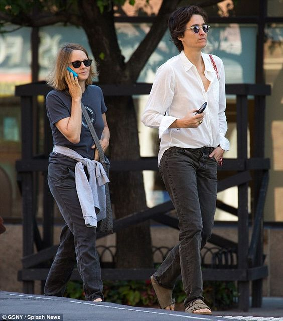 Newlyweds Jodie Foster and Alexandra Hedison keep their cells ...