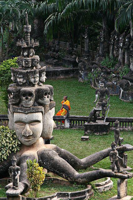 Buddha Park, Vientiane, Laos. Aquel día hace cuatro años, llovía a cántaros...
