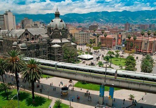 Palacio de la Cultura y Parque de Berrío