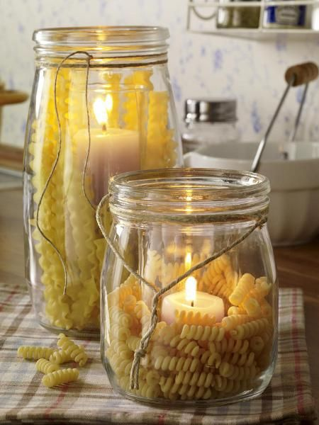 Quick homemade decoration : Fill a jar with dried pasta and place a candle inside. Done!
