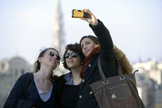 A new report says selfies are causing young women to get more plastic surgery. Here's why it's wrong.