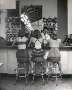 20thcenturypix:  1948 Alantic City - photo by Nina Leen   1948