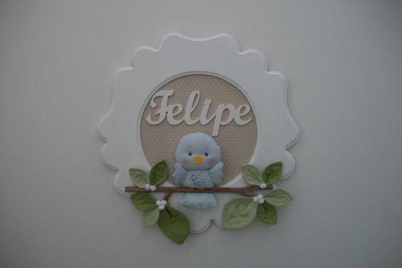 Enfeite de porta-maternidade menino com coruja ou passarinho, folhas e galho natural pintado. Cores de fundo, corujas e folhas podem ser escolhidos no mostruário,logo abaixo. O nome pode ser escrito com biscuit ou mdf. R$ 98,00