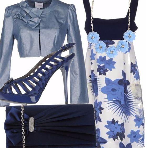Ecco un outfit elegante da cerimonia con prezzi contenuti: ogni elemento costa sotto i 50 euro. Il vestito Versace fantasia nei toni del blu si abbina al giacchetto con decori sulla spalla, sandali con tacco altissimo e pochette blu scuro con motivo gioiello, collana color acquamarina...e l'eleganza è servita!