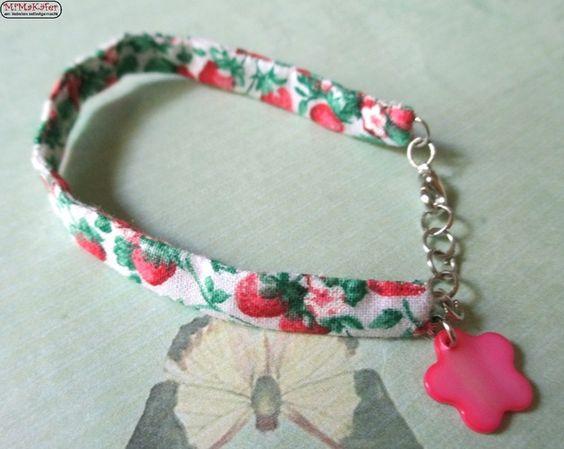 Stoffarmband mit Erdbeeren & Perlmuttblume