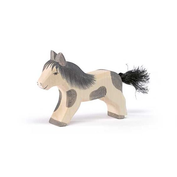 Shetland Pony running (Ostheimer) A new addition to the Ostheimer Farm and Family collection. One of three new Shetland ponies. #Waldorf #Ostheimer #naturalplay #SteinerToys