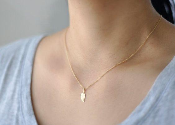 Gold Leaf Necklace: Necklaces I M, Gold Necklaces, Feather Necklaces, Simple Necklaces, Delicate Necklaces, Gold Leaf Necklace, Gold Jewelry