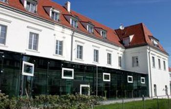 #Hotel: DAS REINISCH, Vienna Airport, . For exciting #last #minute #deals, checkout #TBeds. Visit www.TBeds.com now.
