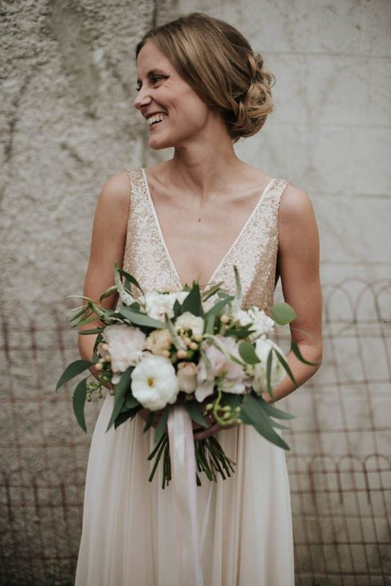 Shimmering bodice and classy bouquet of white | Image by Daring Wanderer