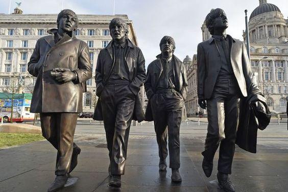 Inauguran estatua de The Beatles en Liverpool