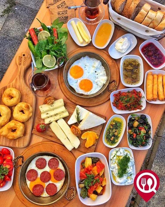 Ege Serpme Breakfast Black House Moda Istanbul Kadikoy Ege Serpme Kahvalti Black House Moda Istanbul Kadikoy Moda Yemek Sunumu Yemek Meze