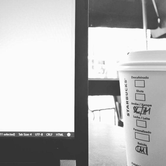 um café ou o que quer que seja. tem que ter cafeina  #coding #html #coffeeandcode #vscode #starbucks #devops by ygorchaves7