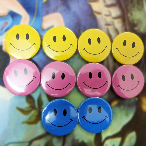 Hình ảnh huy hiệu nhựa hình mặt cười