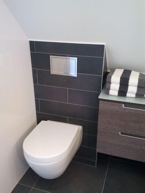 Toilet onder schuin dak voorbeeld van een gerealiseerde toilet door sanidrome bouter uit - Voorbeeld deco wc ...