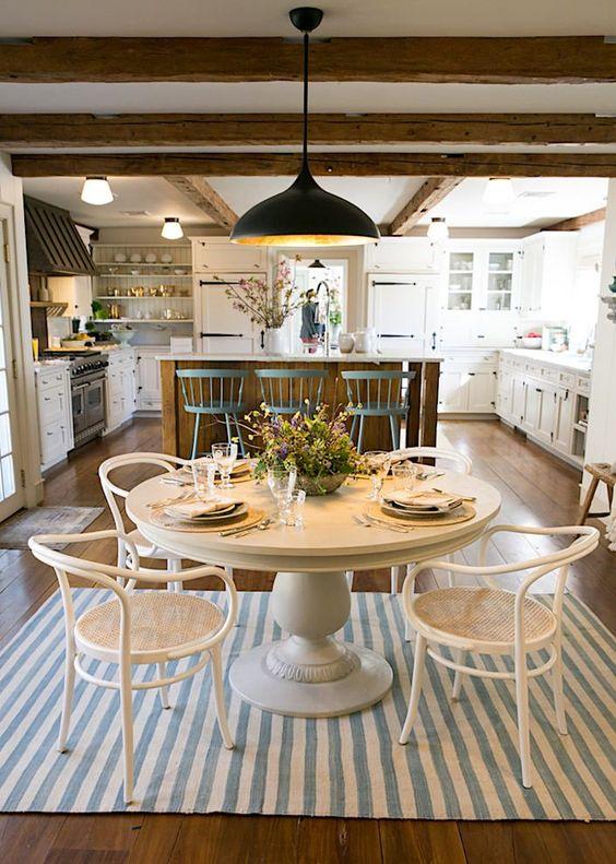 Lovely Modern Farmhouse Kitchen Decor Ideas! Classic Interior Design in One King's Lane Connecticut Farmhouse. #kitchen #farmhousestyle #classicdecor #modernfarmhouse