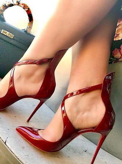 Pin de Alessandra em high heels | Sapatos vermelhos, Sapatos