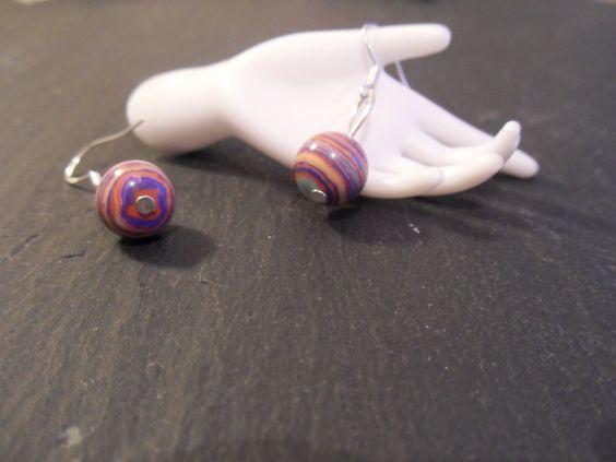 Ein romantisch / verspieltes paar Ohrhänger.  Die Perlen  sind ausschließlich von Hand bearbeitet.  http://de.dawanda.com/product/34720593-925-Silber-Ohrhaenger-mit-Rainbow-Jaspis Einige Info´s zum Regenbogen Jaspis: Er sol...