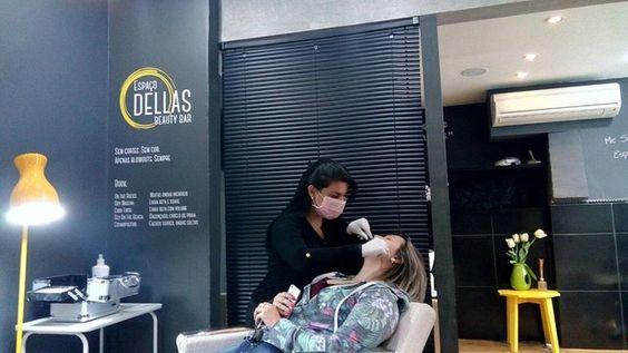 Já conhece nosso serviço de depilação facial egípcia?  A técnica permite uma depilação muito eficiente e sem prejudicar a pele com ceras quentes. Faça como Alice Pantaleoni que veio realizar o processo com nossa profissional Juliana Fiuza. Quer saber mais? Fale conosco pelo telefone 51 3516 6555 ou pelo Whatsapp 51 9917 9453.