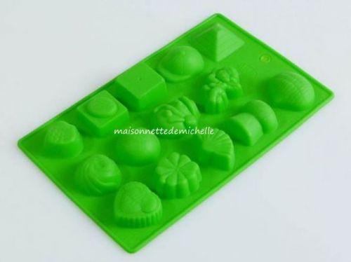 MOULE-SILICONE-14-DIFFERENT-MINI-CHOCOLAT-FORMES-EN-UNE. Le moule peut être utilisé avec du chocolat, Fimo, la pâte de polymère, de la résine, de la pâte à sucre, des bonbons, des biscuits, etc ...