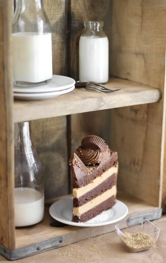 Gorgeous Peanut Butter Cup Brownie Cake by @sprinklebakes