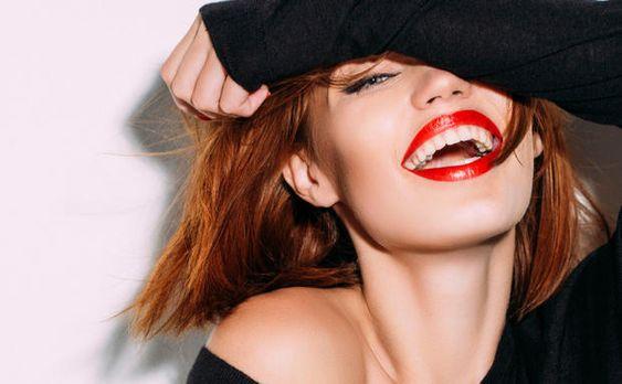 Farbe bekennen: Eine Online-Umfrage ergab, dass dich eine bestimmte #Lippenstiftfarbe sofort #selbstbewusster #wirken lässt. #Lippenstift #selbstbewusst