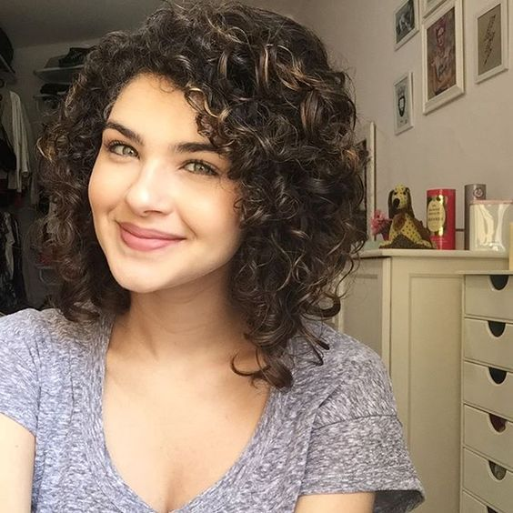 17 Best Hairstyles For Shoulder Length Curly Hair Medium Curly Hair Styles Curly Hair Styles Curly Hair Styles Naturally