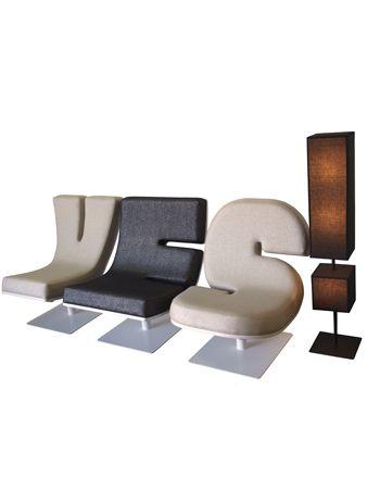 Typografische stoelen.