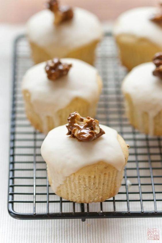 Buttermilk Cupcakes with Lemon Glaze on dessertfirstgirl.com