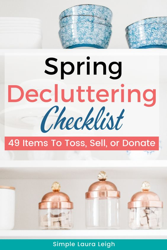 Struggling with clutter that's been building up all winter?? Get your house decluttered and ready for summer with this Spring Decluttering Checklist! Full of great decluttering ideas and tips for your home. | spring cleaning | free decluttering checklist printables | declutter and organize your home |