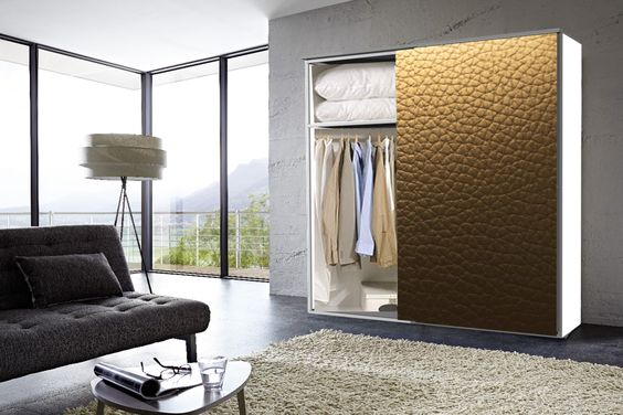 lots of space inside the fashion-cube and a  very sophisticated look with brown leather fronts