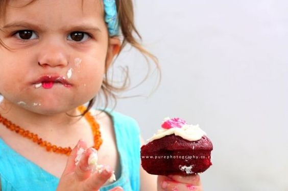 That\'s how you eat a cupcake