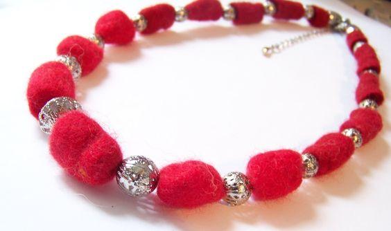 Ketten & Colliers - Filzkette rot-silber mit Perlen - ein Designerstück von soschoen bei DaWanda