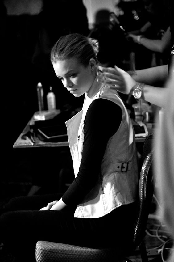 Quilted White Leather, Backstage