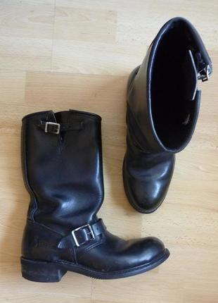 À vendre sur #vintedfrance ! http://www.vinted.fr/chaussures-femmes/bottes-and-bottines/25040732-tbe-boots-bottines-authentique-motard-motarde-biker-rock-cuir-noir-p40