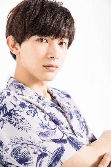 和柄のシャツがおしゃれな吉沢亮の高画質画像