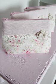 *Achtung Bilderflut*;)         Holly ist ein kleines Täschen, dass ich nach der gleichnamigen Blume benannt habe :).         Diejenig...
