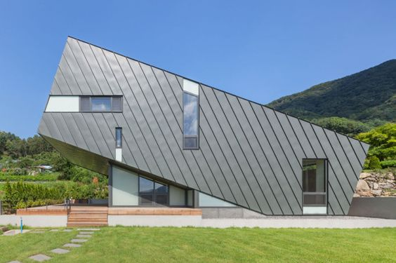 Research and design firm PRAUD, started constructing the 120-sqm Leaning House in Chungpyong, South Korea in 2013, and finally finished the completion in August this year. The structure is designed to tilt up towards the sun, while the south-facing front windows are angled specifically to let in warm sun beams during the day. If this […]