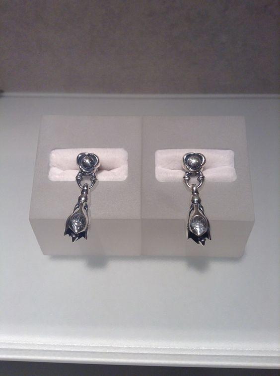 Flow Link with Tear Bell Earring (XS) 入荷の少ないTear BellのEarringが入荷致しました。 皆様のご来店をお待ちしております。  ロンワンズ青山 〒150-0001 東京都渋谷区神宮前3-6-1 TEL:03-5785-0766 OPEN 12:00 - CLOSE 20:00