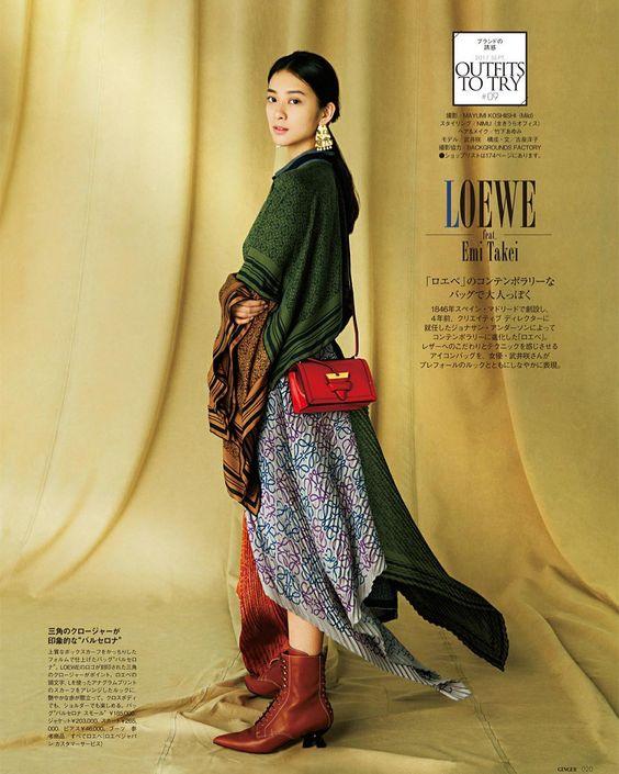 裾が特徴的なワンピースを着ている武井咲