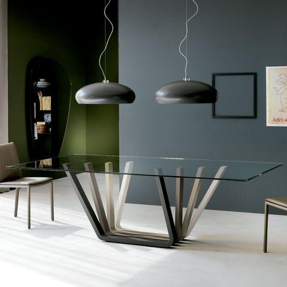 Cattelan Italia Mesa de comedor Domino Mesa de comedor Domino de Cattelan Italia. Elegante y moderno diseño fabricado con sobre de cristal y patas de madera....