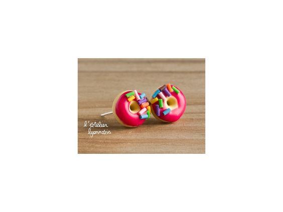★  Epinglé par www.la-petite-epicerie.fr Tutos et fournitures pour le Do It Yourself ★ Boucles d'oreilles puces donuts rouges - L'atelier lyonnais