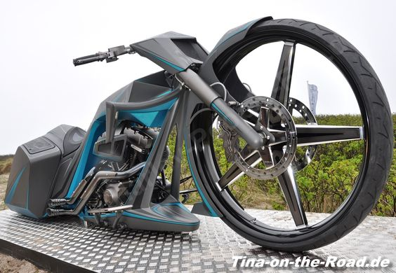 """First 32"""" Frontwheel Bagger in Europe"""