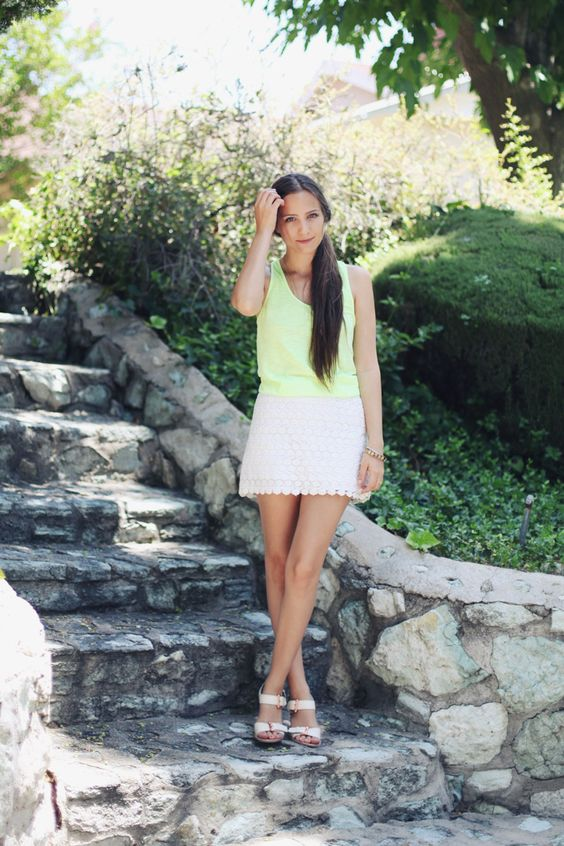 Simple date outfit. Bright tank, lace skirt and sweet sandals.