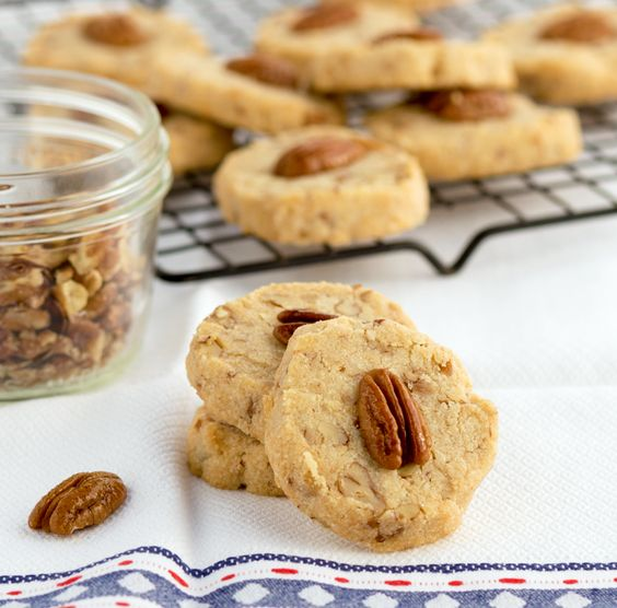 These FMD-friendly pecan shortbread cookies look and taste just like classic sandies, except they're healthier and contain no butter or sugar. One thing is for certain: they're just as irresistible. Get the recipe from our blog.
