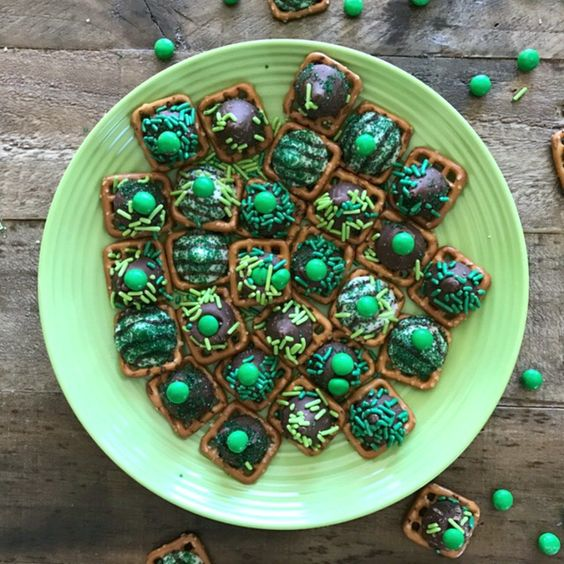 4 Simple Ingredients to St. Patrick's Day Chocolate Pretzel Snaps
