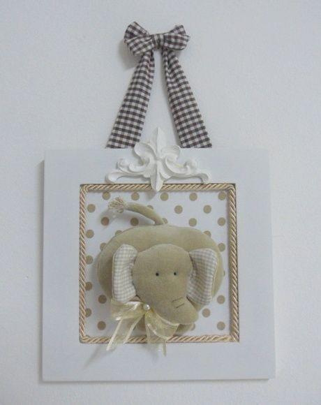 Quadrinho em MDF com fundo forrado em tecido e elefante em tecido. Arabesco em resina e alça em tecido que poderá ser feita em outras cores. R$ 80,00