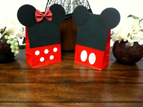 10ct red Minnie mouse bags & Mickey mouse bags party loot bags birthday favors. $20.00 USD- I CAN DO THIS MY SELF :)))