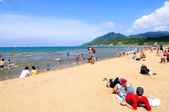 Bãi biển đẹp thu hút rất nhiều khách du lịch