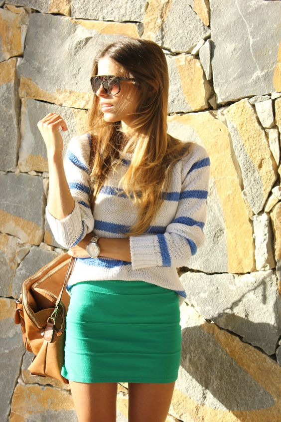 Love the over sized purse with this and the beautiful colored skirt!