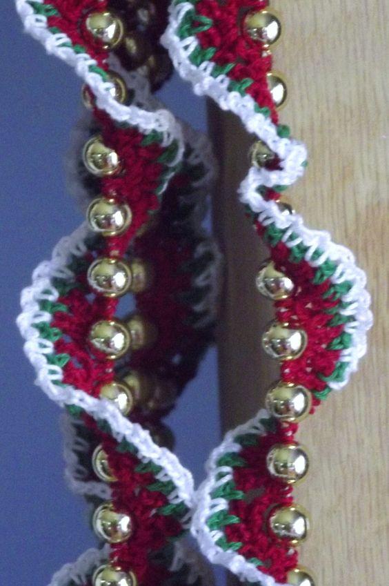 Crochet christmas garland spiral le 39 veon bell crochet for Knitted christmas bells